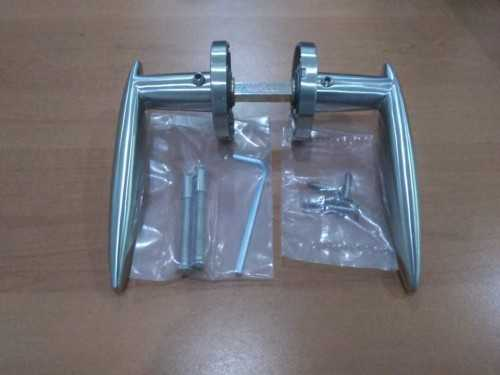 Foto produk  8507 Solid Lever Handle In 304 Sss, C/w 8Mm Spring Loaded Rose And Bolt Through Screws di Arsitag