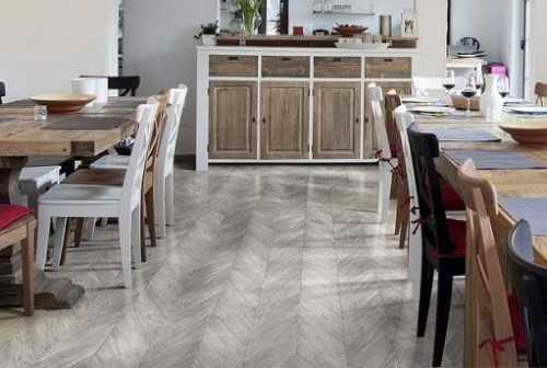 Foto produk Outdoor Engineered Floor-Gmelina Stained White Brown Chevron di Arsitag